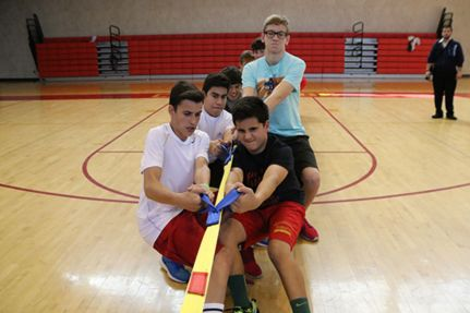 Homeroom 2K struggles during an intense game of tug-of-war, the most anticipated event of Sophomore Spirit Day.