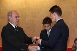 Bro. Joseph Bellizzi, S.M., '78 hands Colin Fischer '18 a silver pin for his second straight year on the honor roll.