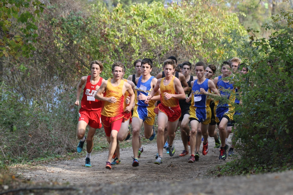 Chaminade runners lead the pack during the race.